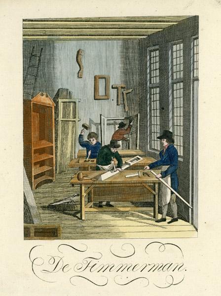 XVIII-wieczna grafika w technice miedziorytu ręcznie kolorowanego z przedstawieniem wnętrza warsztatu stolarskiego z rzemieślnikami przy pracy. Pod grafiką tytuł: De Timmerman