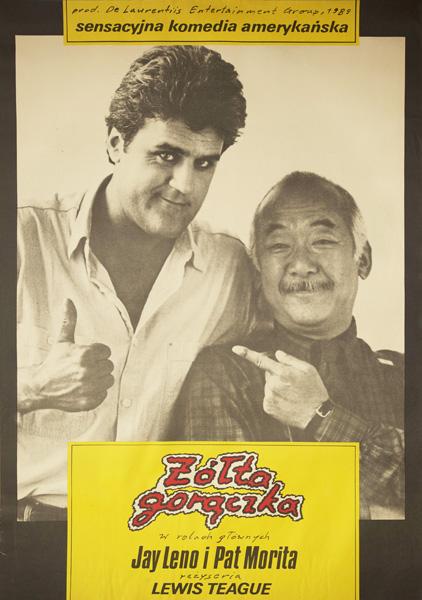 """Oryginalny polski plakat do amerykańskiego filmu z 1989 r. """"Żółta gorączka"""". Reżyseria: Lewis Teague. W rolach głównych: Jay Leno i Pat Morita"""