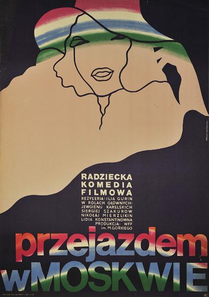 """Plakat filmowy do radzieckiej komedii """"Przejazdem w Moskwie"""". Reżyseria: Ilja Gurin. Projekt plakatu: ANDRZEJ ONEGIN DĄBROWSKI"""