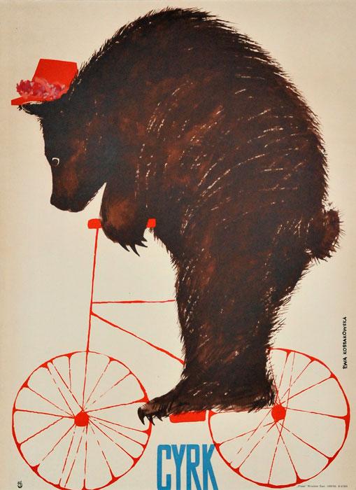 Oryginalny polski plakat cyrkowy przedstawiający misia w czapeczce na rowerze. Projekt plakatu: EWA KOSSAKOWSKA