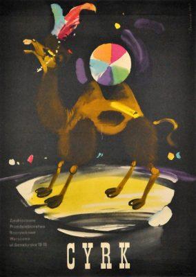 Oryginalny polski plakat cyrkowy przedstawiający wielbłąda z pióropuszem i piłką. Projekt plakatu: JANUSZ GRABIAŃSKI